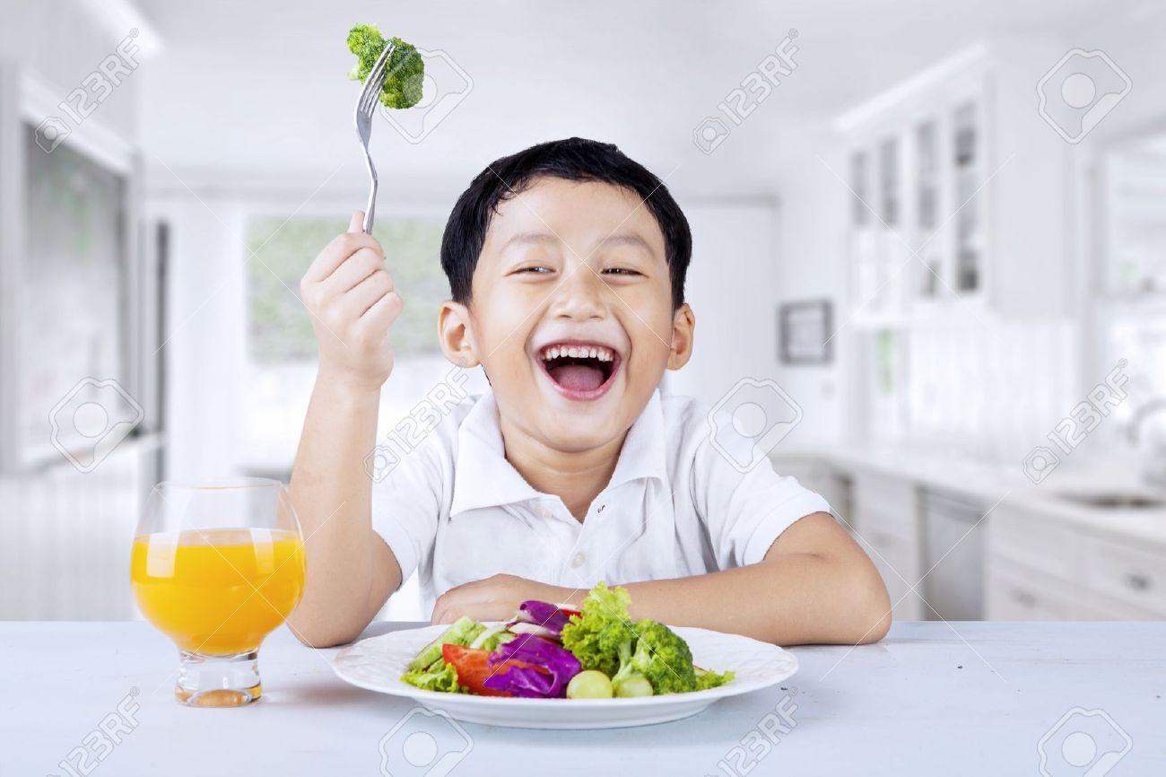 成長期に欠かせない栄養を効率よく取って身長を伸ばす方法